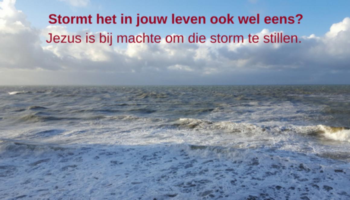 Stormt het in jouw leven ook wel eens_Jezus is bij machte om die storm te stillen.
